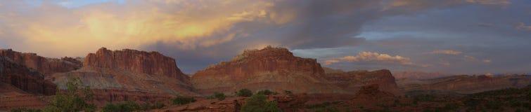 Parco nazionale della scogliera del Campidoglio di tramonto al punto di panorama Immagine Stock