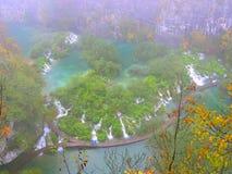 Parco nazionale di Misty Plitvice come visto da sopra Immagini Stock Libere da Diritti