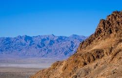 Parco nazionale di stupore di Death Valley in California un giorno soleggiato Fotografia Stock Libera da Diritti