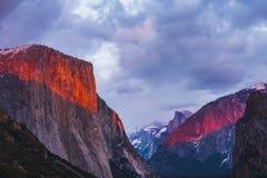 Parco nazionale di Yosemite al tramonto fotografia stock libera da diritti