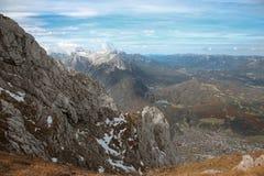 Parco nazionale superiore Mittenwald, sce della montagna di Snowy del watzmann di Ridge di Karwendel Fotografie Stock