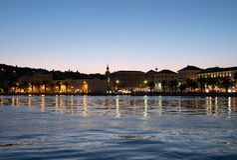 Parco nella spaccatura, Croazia di Marjan alla sera immagini stock