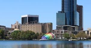 Parco Orlando di Eola del lago orlando Downtown City Skyline From video d archivio