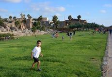 Parco storico ed antichità di Cesarea dal Mediterraneo venerdì pomeriggio Immagini Stock Libere da Diritti