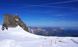 Parco Titlis delle montagne della neve dello sci Immagini Stock Libere da Diritti