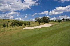 Parcours ouvert d'un beau terrain de golf Image stock