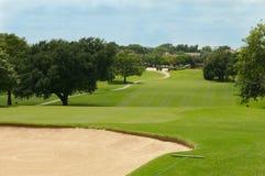 Parcours ouvert de golf et soute de sable Photos stock