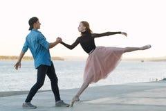 Pardans på ett datum royaltyfri bild