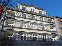 Pardubice,捷克共和国 历史大厦的门面在市中心 免版税库存图片