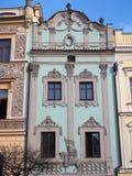 Pardubice Tjeckien Fasaden av de historiska byggnaderna i centret Fotografering för Bildbyråer