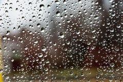 Pare-brise amorti de gouttes de pluie de couleurs Photographie stock