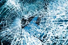 Pare-brise cassé de véhicule. Bleu de teinte Photographie stock