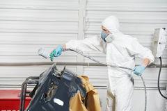 Pare-chocs de véhicule de peinture de mécanicien automobile Image stock