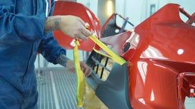 Pare-chocs de voiture après peinture dans une cabine de jet de voitures Pare-chocs automatique d'amorce de véhicule Photos stock