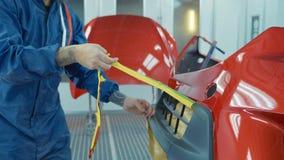 Pare-chocs de voiture après peinture dans une cabine de jet de voitures Pare-chocs automatique d'amorce de véhicule Photos libres de droits