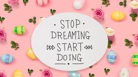 Pare de sonhar o começo que faz a mensagem com ovos da páscoa imagens de stock