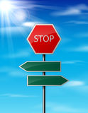 Pare e anule o sinal de estrada do tráfego no fundo do céu Imagens de Stock