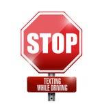 Pare el mandar un SMS mientras que conduce el ejemplo de la señal de tráfico Fotografía de archivo libre de regalías