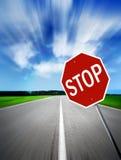 Pare en el camino de la velocidad imagenes de archivo