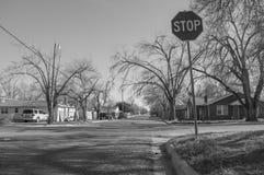 Pare a esquina da rua do sinal Fotos de Stock Royalty Free