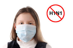 Pare a gripe. Menina na máscara protetora Imagem de Stock
