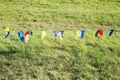 Pare las banderas en una cuerda Imágenes de archivo libres de regalías