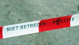 Pare a linha da polícia holandesa em uma rua em Haia, os Países Baixos imagens de stock royalty free