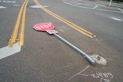 Pare o sinal batido para baixo Fotografia de Stock Royalty Free