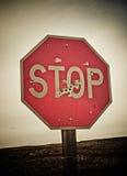 Pare o sinal com buracos de bala Fotografia de Stock