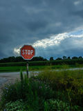 Pare o sinal com a tempestade no fundo Imagens de Stock