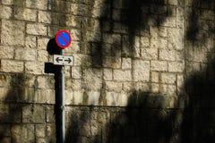 Pare o sinal de tráfego na estrada secundária Fotografia de Stock Royalty Free