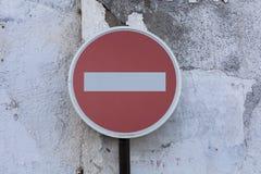 Pare o sinal em uma parede de pedra Imagem de Stock