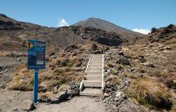 Pare o sinal no cruzamento de Tongariro Foto de Stock