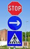 Pare o sinal no cruzamento pedestre Fotos de Stock
