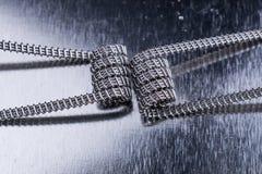 Pare vaping zwitki dla elektronicznego papierosu, e vape lub cig przyrządów metalu tła i Obraz Royalty Free