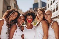 Pare a violência doméstica em mulheres fotos de stock royalty free