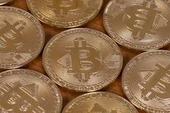 parecchi bitcoins dorati Fotografie Stock Libere da Diritti