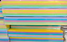 Parecchi fogli di carta colorata Fotografie Stock