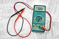 Parecchi schemi e tester elettrico Fotografie Stock Libere da Diritti