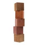 Parecchi vecchi cubi di legno, usati dai bambini per costruire Immagine Stock