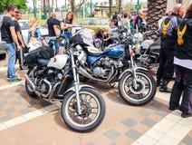 Parecchi vecchi motocicli Honda ad una mostra di vecchie automobili in vecchi motocicli thSeveral Honda ad una mostra di vecchie  Immagini Stock Libere da Diritti