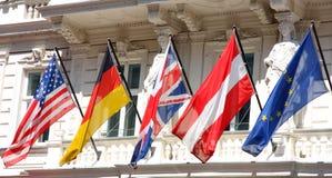 Parecchie bandiere in una fila Fotografie Stock Libere da Diritti