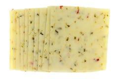 Parecchie fette di vista superiore del formaggio di presa del pepe immagini stock