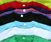 Parecchie magliette variopinte Fotografia Stock