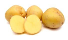 Parecchie patate fresche isolate su priorità bassa bianca fotografia stock libera da diritti