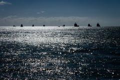 Parecchie petroliere sull'orizzonte fotografie stock