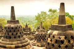 Parecchio Stupas dell'isola di Borobudur Java, Indonesia immagine stock