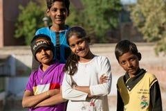 Parecer sonriente de los niños los mejores amigos para siempre Fotos de archivo