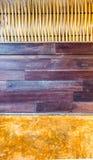 Pared abstracta creada con el pedazo de bambú que teje, el panel de Brown y la arcilla de madera de la naranja Imágenes de archivo libres de regalías
