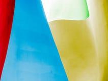 Pared abstracta de la construcción en diversos colores. Fotos de archivo